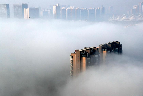 Heavy fog envelops cities across China