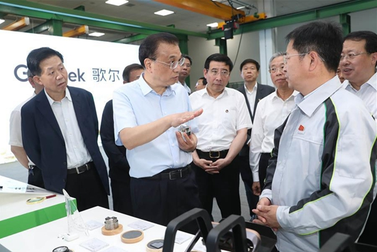 Premier Li underscores tax, fee cuts, better financial services