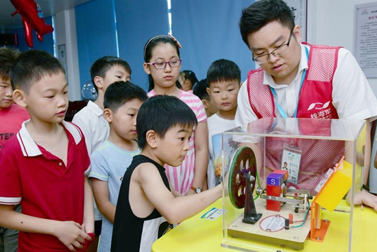 Volunteer center in Cixi City opens science courses for pupils during summer