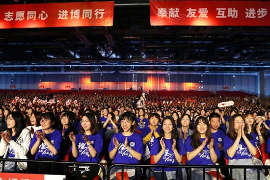 Over 5,800 volunteers go on duty for second CIIE