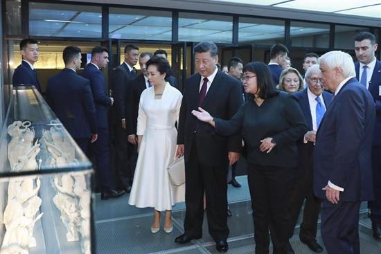 Chinese, Greek presidents visit Acropolis Museum
