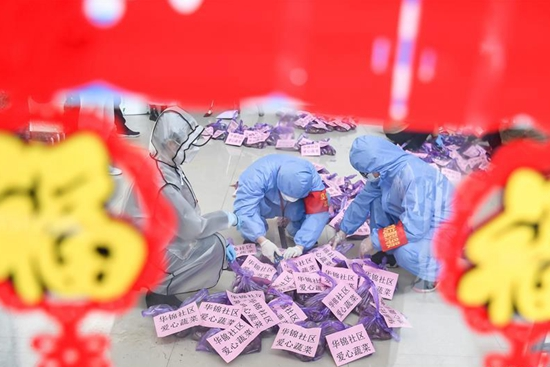 Volunteers in Wuhan deliver groceries to residents in need amid lockdown