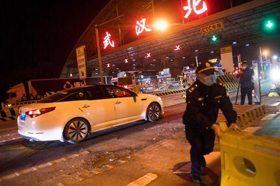 Over 800 people stranded in virus-hit Wuhan return to Beijing