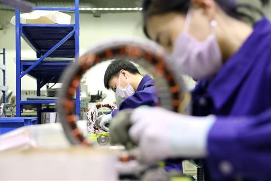 Private enterprises in Dalian operate at full capacity to recover production