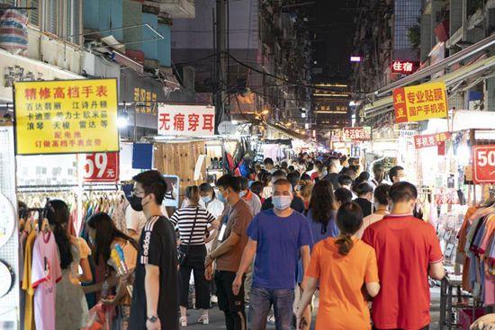 People visit night market in Wuhan