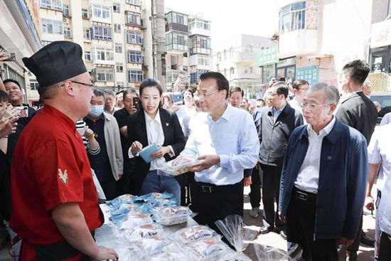 Chinese Premier stresses providing relief to businesses, stimulating market vitality