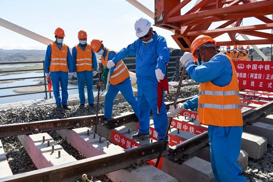 New railway completed in China's Xinjiang