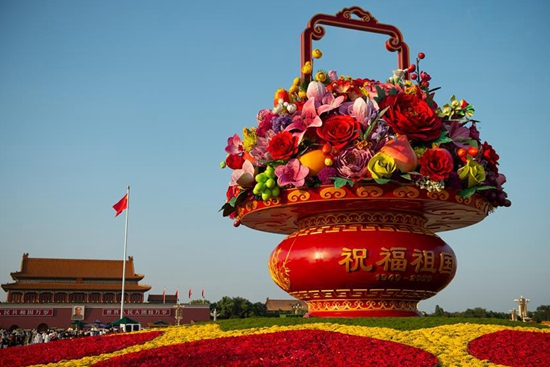 """Flower basket"" decorates Tian'anmen Square ahead of National Day holiday"