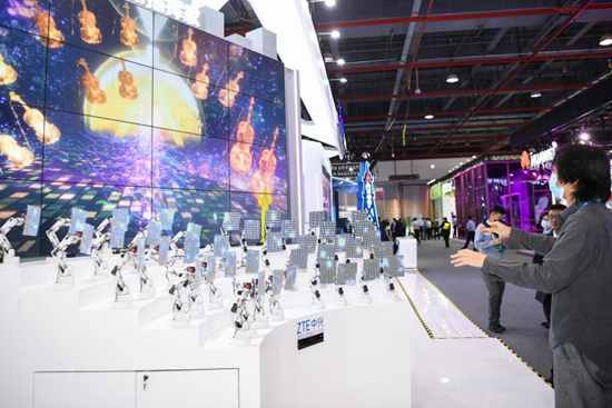 World 5G Convention opens in Guangzhou