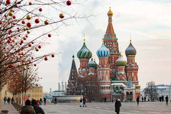 New Year decorations adorn Moscow streets