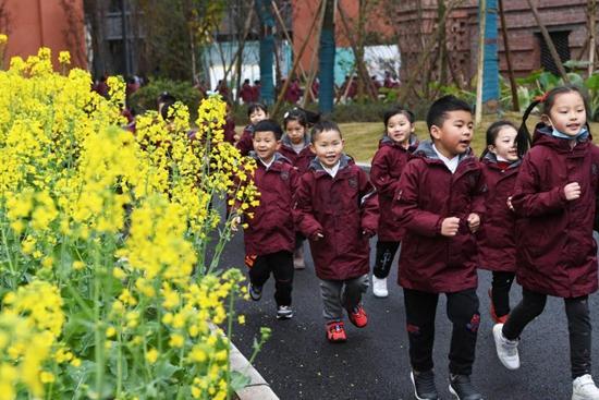 Students return to school for spring semester in Beijing