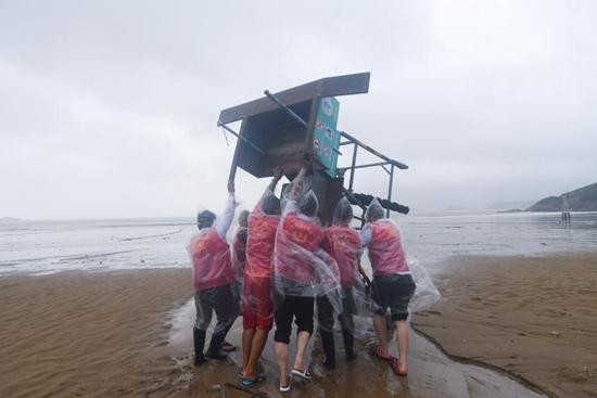 Disaster relief work underway in China's Zhoushan as Typhoon Chanthu weakens