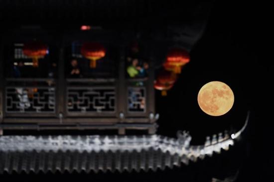 In pics: full moon on Mid-Autumn Festival