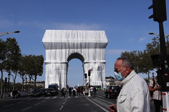 Arc de Triomphe to stay wrapped for two weeks
