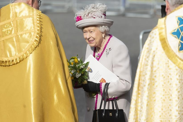 British Queen attends service marking 750th anniv. of rebuilding of Westminster Abbey