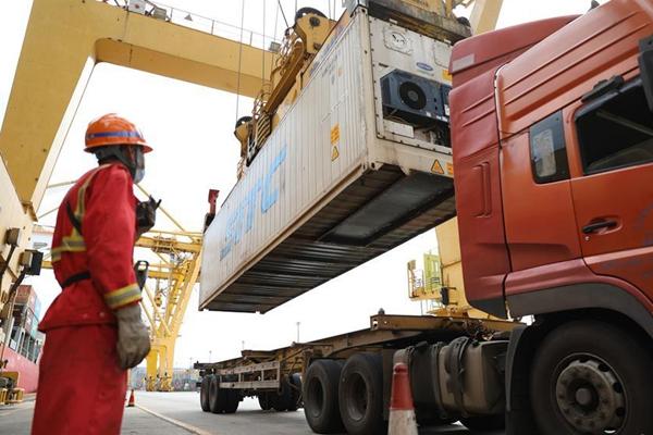 China's Dalian port seeks to further expand market