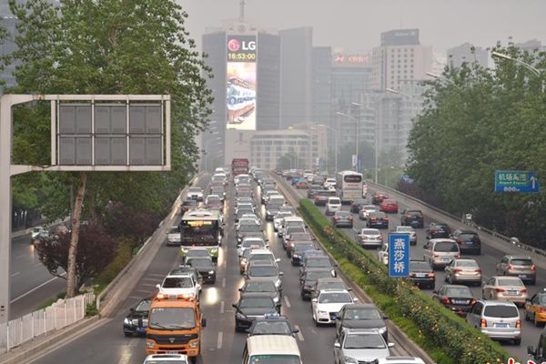 Beijing sees traffic jam ahead of May Day holiday