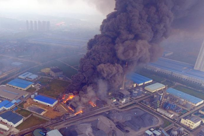 Fire breaks out at factory in Central China