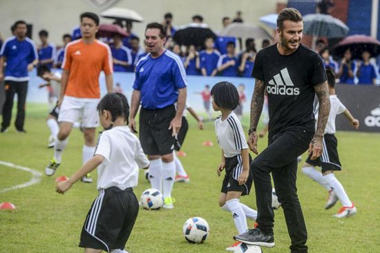 Beckham promotes football in South China school