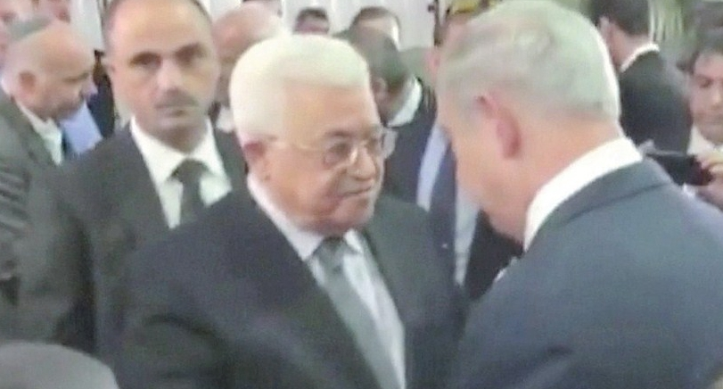 Netanyahu, Abbas shake hands at funeral for Peres