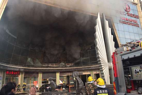 East China hotel fire traps people