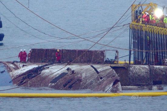 Salvage operators start raising of sunken ferry