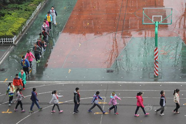Pupils trained to walk on arrows for five years in Shandong
