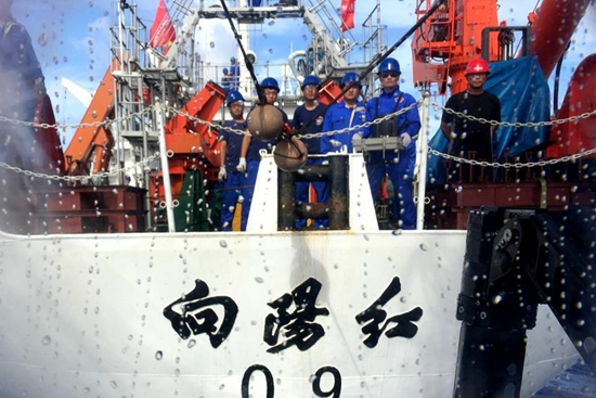 Chinese submersible Jiaolong descends to 4,811 meters in Mariana Trench
