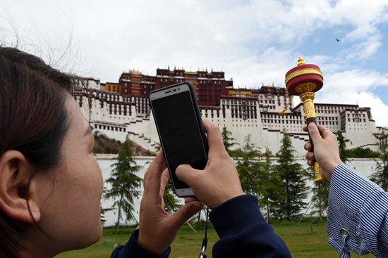 Peak season for tourists comes in Lhasa