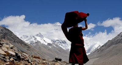 Daily life of Lama Ngawang Peljor at Tibet's Rongpu Monastery