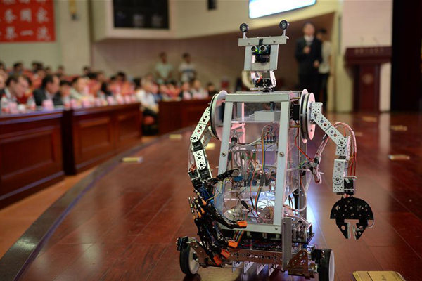 Photo taken on June 4, 2017 shows a motion sensing robot during a robot contest held at Xi'an Jiaotong University in Xi'an, northwest China's Shaanxi Province. Sixteen teams from home and abroad participated in the contest here on Sunday.