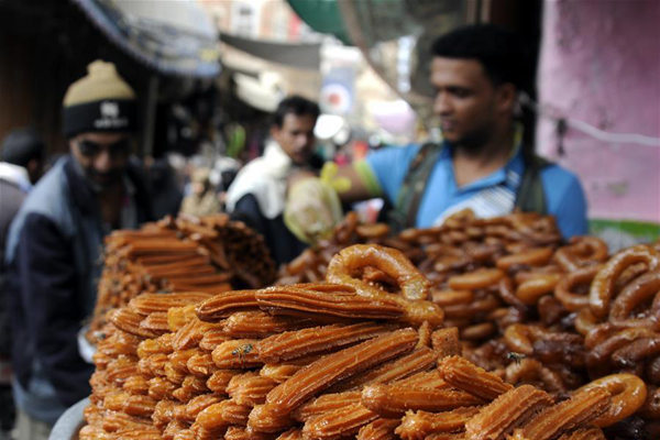 A vendor arranges sweets at a market during the Islamic holy month of Ramadan in Sanaa, Yemen, June 8, 2017. (Xinhua/Mohammed Mohammed)