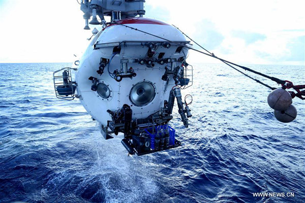 Manned submersible Jiaolong leaves the water after its dive in Yap Trench, June 11, 2017. Jiaolong completed its 151th dive on Sunday since 2009. (Xinhua/Liu Shiping)