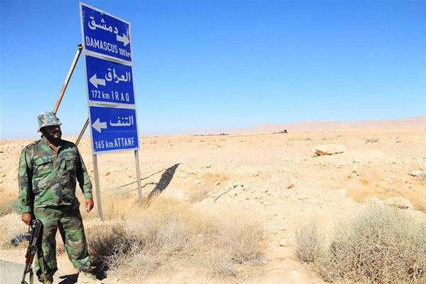 A Syrian soldier stands in the Syrian desert at the countryside of the central Homs province near the Syrian-Iraqi borders, on June 12, 2017. The Syrian army recently announced that the Syrian forces and allied troops have completed the first stage of the military operation in the Syrian Desert, by reaching the Syrian-Iraqi borders after battles with the Islamic State (IS) group. (Xinhua/Ammar Safarjalani)
