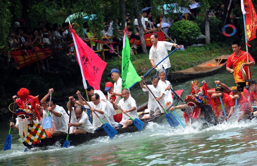 Dragon boat racing in Zhejiang