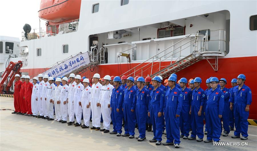 Expedition team members prepare to board the comprehensive research vessel, the Kexue (Science), in Qingdao, east China's Shandong Province, July 10, 2017. The 99.6-meter-long and 17.8-meter-wide ship carrying scientific detection equipments domestically developed by China set off here Monday. (Xinhua/Zhang Xudong)
