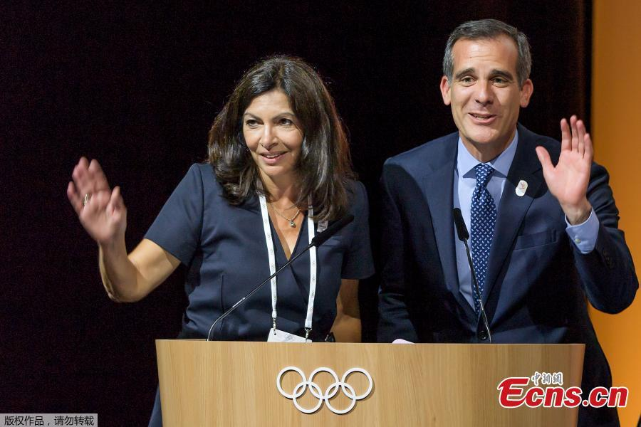 Mayor of Paris Anne Hidalgo (L) and Los Angeles Mayor Eric Garcetti react on the podium during an International Olympic Committee (IOC) extraordinary session on July 11, 2017 in Lausanne. The International Olympic Committee on July 11 agreed to award the 2024 and 2028 Games at the same time, effectively guaranteeing that Paris and Los Angeles will be the hosts.(Photo/Agencies)