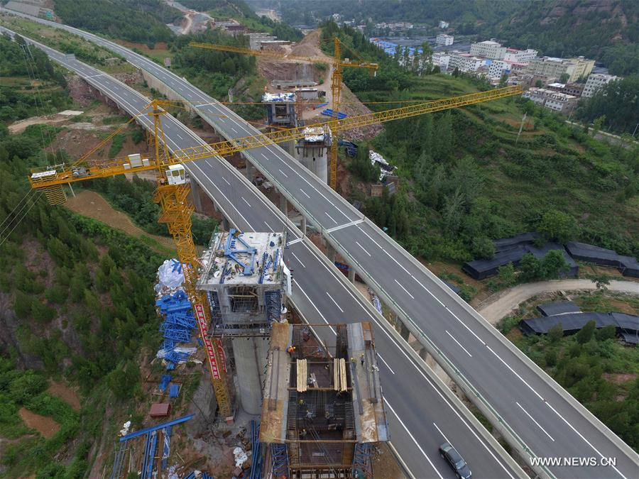 The construction site of a coal railway is seen in Sanmenxia, central China's Henan Province, July 11, 2017. The coal railway runs between north China's Inner Mongolia Autonomous Region and Ji'an in east China's Jiangxi Province, linking 7 provinces and regions with a lengh of 1,837 kilometers. The railway is expected to be in operation in 2020. (Xinhua/Zhu Xiang)