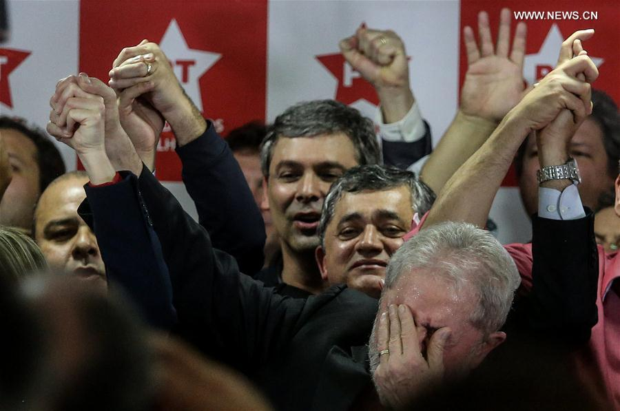 Former Brazilian President Luiz Inacio Lula da Silva (Front) reacts during a press conference at the headquarters of the Workers' Party in Sao Paulo, Brazil, July 13, 2017. Luiz Inacio Lula da Silva said on Thursday that he still intended to run for president in the 2018 elections. This came a day after he was sentenced to nine-and-a-half-year in prison for corruption and was barred from running for public office for 19 years. (Xinhua/Rahel Patrasso)