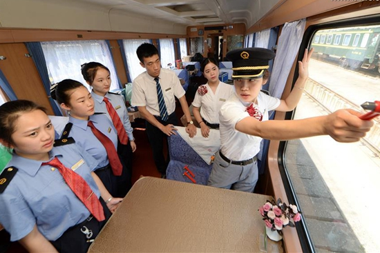 Newly-recruited stewards trained on train in east China's Nanchang
