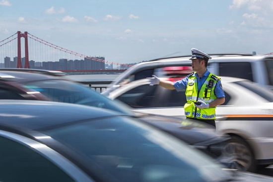 Traffic police work in sweltering weather in Wuhan