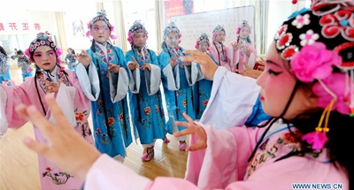 Children learn Lv opera in east China's Jiangsu