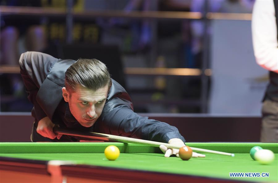 Mark Selby of England competes during the World Snooker Hong Kong Masters 2017 against Neil Robertson of Australia in Hong Kong, China, July 20, 2017. (Xinhua/Liu Yun)