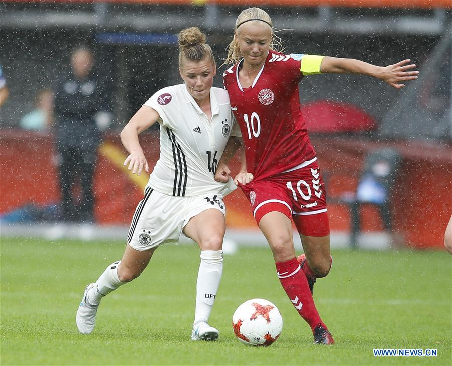 Pernille Harder (R) of Denmark vies for the ball with Linda Dallmann of Germany during the UEFA Women's EURO 2017 soccer tournament quarter-final match between Germany and Denmark at Sparta Stadium in Rotterdam, the Netherlands, July 30, 2017. Denmark won 2-1. (Xinhua/Ye Pingfan)