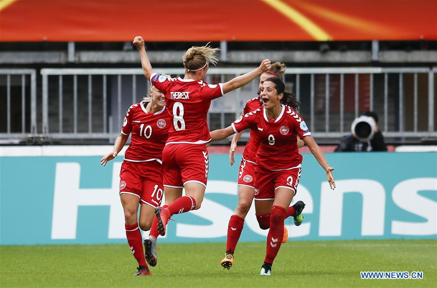 Players of Denmark celebrate for Theresa Nielsen's goal during the UEFA Women's EURO 2017 soccer tournament quarter-final match between Germany and Denmark at Sparta Stadium in Rotterdam, the Netherlands, July 30, 2017. Denmark won 2-1. (Xinhua/Ye Pingfan)