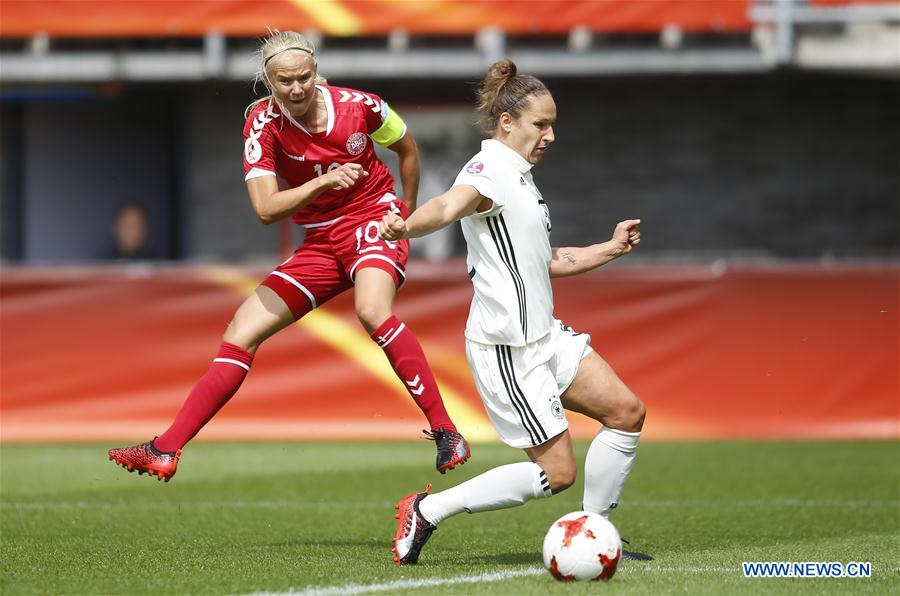 Pernille Harder (L) of Denmark makes a shot during the UEFA Women's EURO 2017 soccer tournament quarter-final match between Germany and Denmark at Sparta Stadium in Rotterdam, the Netherlands, July 30, 2017. Denmark won 2-1. (Xinhua/Ye Pingfan)