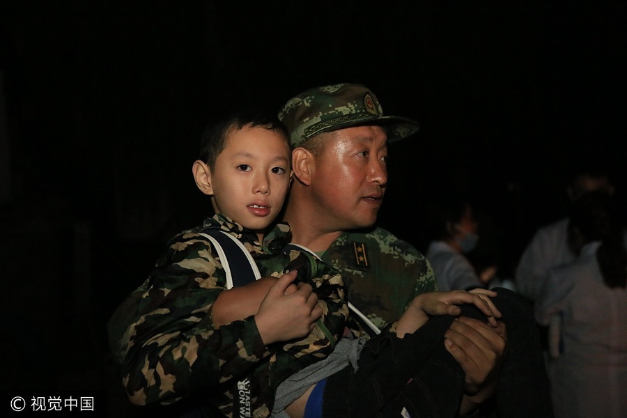 A member of Armed Police Force carries a boy out of the earthquake-stricken area in Jiuzhaigou, Southwest China's Sichuan province, Aug 8, 2017. [Photo/VCG]