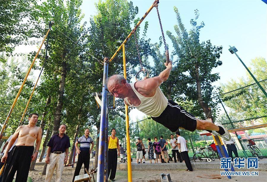 A 75-year-old man takes exercise on the rings in Tianjin, on August 8, 2017. (Photo/Xinhua)