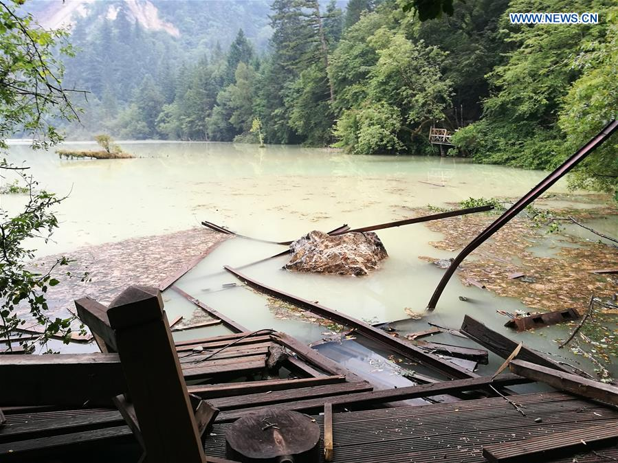 Photo taken on Aug. 9, 2017 shows the scenic spot of Wuhua Lake in Jiuzhaigou County, southwest China's Sichuan Province. After a 7.0-magnitude earthquake jolted Jiuzhaigou County, staff members of the scenic spot started searching for the missing, paying close attention to the quake. (Xinhua/Sang Ji)