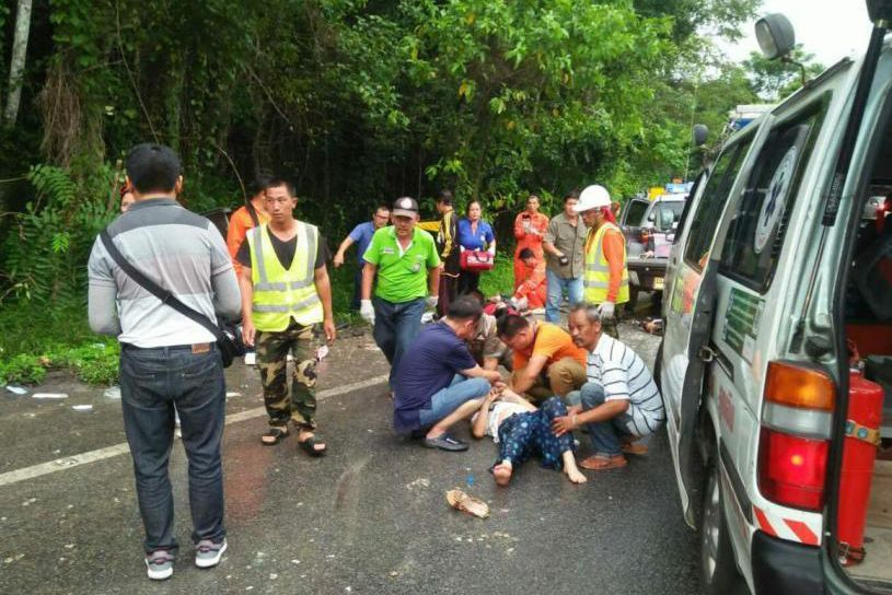 11 Chinese tourists injured in Thailand bus accident